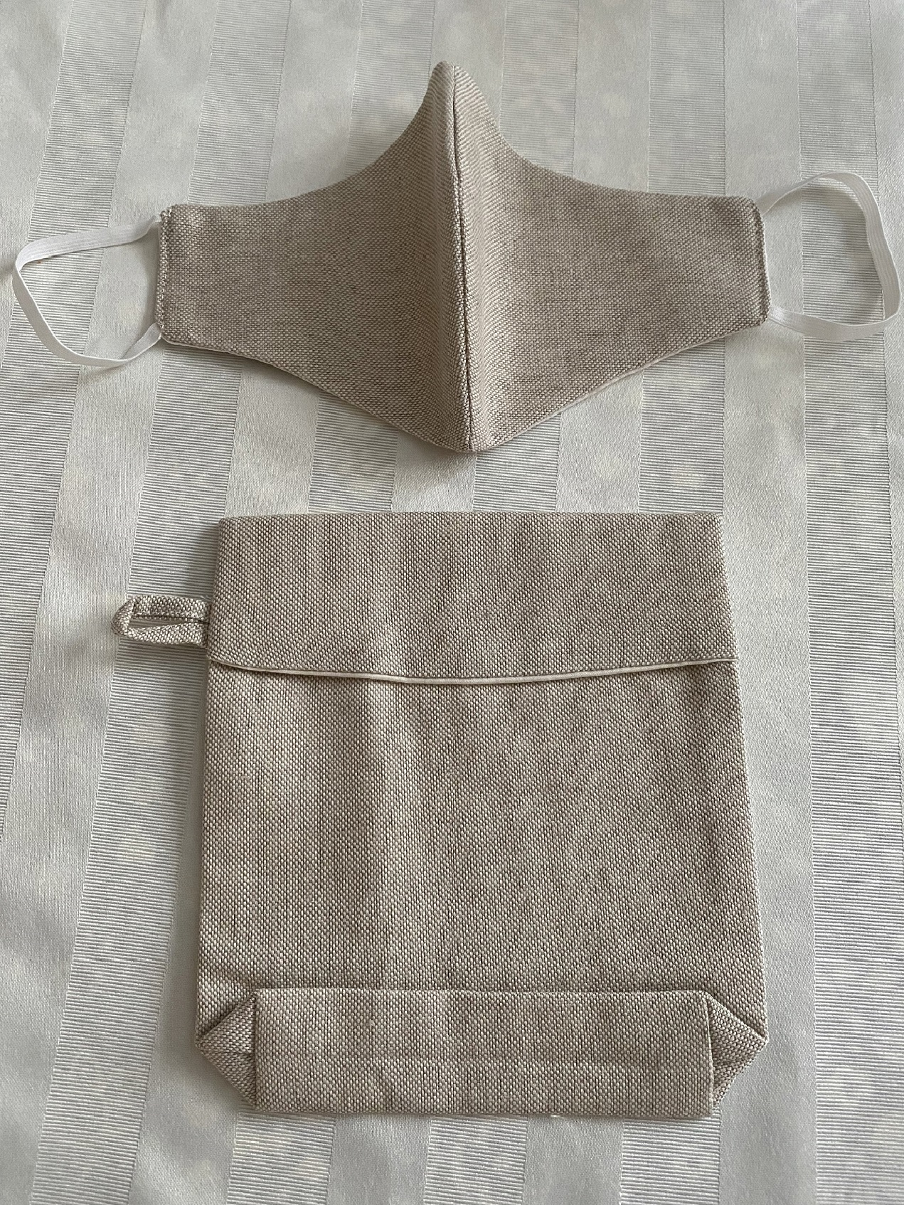 Matching pouch available